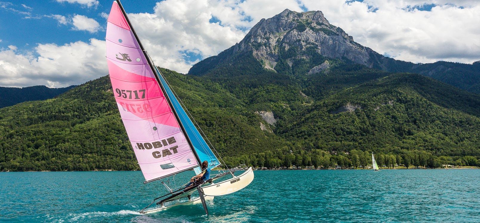 Voile sur le Lac de Serre-Ponçon Hautes-Alpes