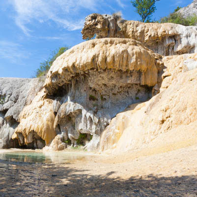 Fontaine pétrifiante de Réotier